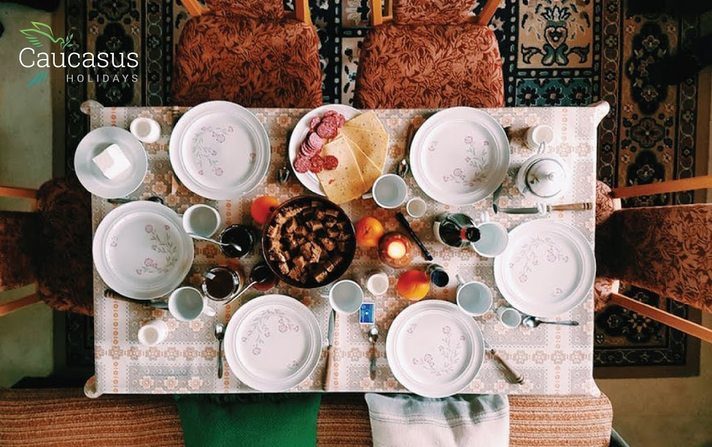 10 THINGS YOU SHOULD KNOW IF YOU ARE A GUEST IN AN ARMENIAN FAMILY